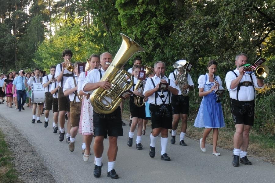 Auszug_Volksfest.jpg